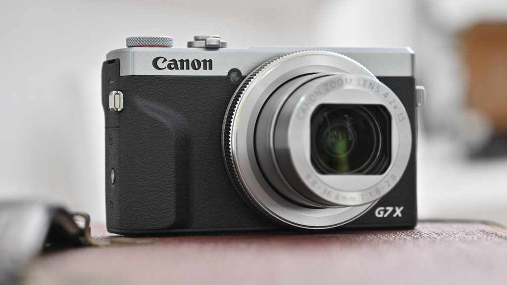 Best Camera For Vlogging And Streaming Under $1000 - Canon G7 X Mark III