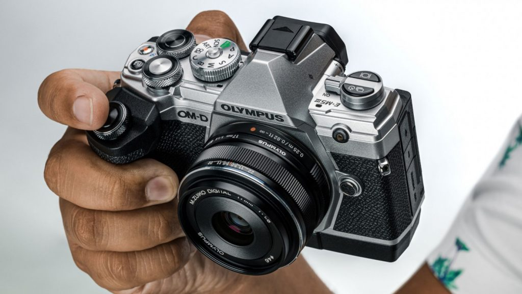 Best Camera For Vlogging And Streaming Under $1000 - Olympus E-M5 Mark III