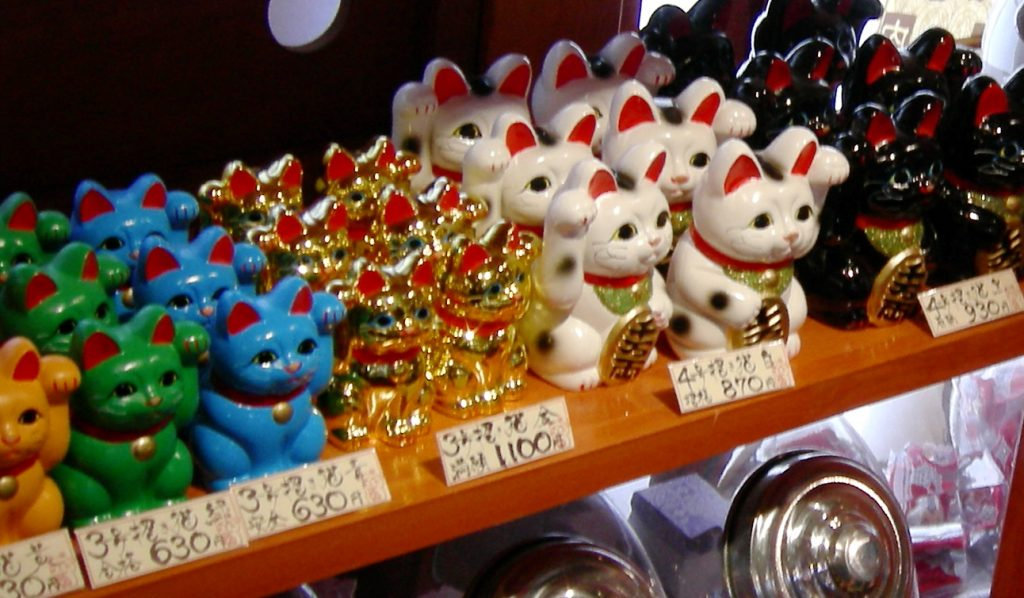History Behind The Popular 'Waving Lucky Cat'; Color Variations of Lucky Waving Cat