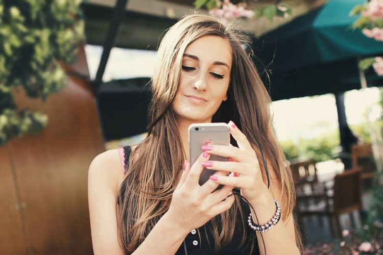 How To Know If A Girl Likes You Over Text