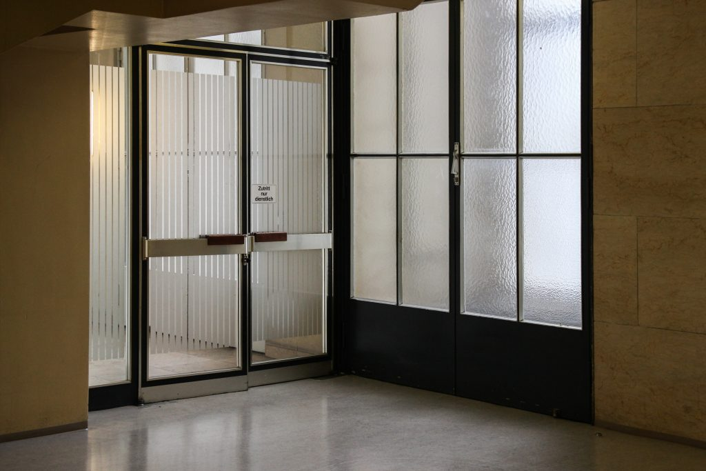 How To Upgrade Your Homes And Offices With Translucent Glass?