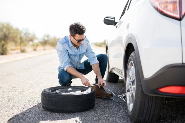 How Long Does It Take To Change A Tire Of Car By Yourself